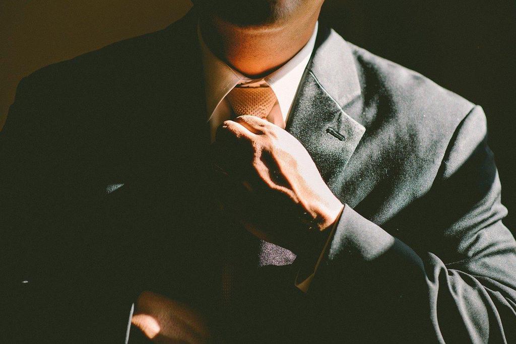 uno startupper sta pensando a come creare un business model di successo