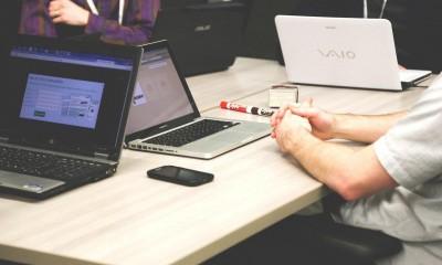 ufficio di una startup. scopri la guida per creare una startup di successo