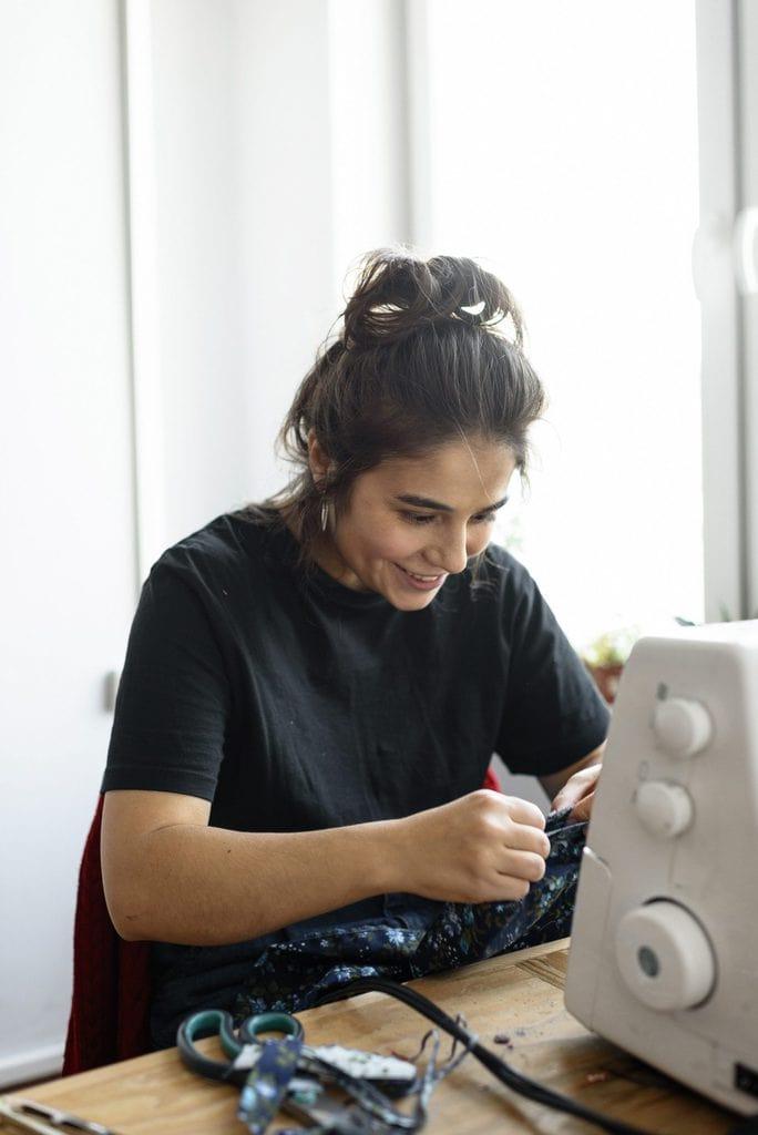 smiling dressmaker 3951736 scaled