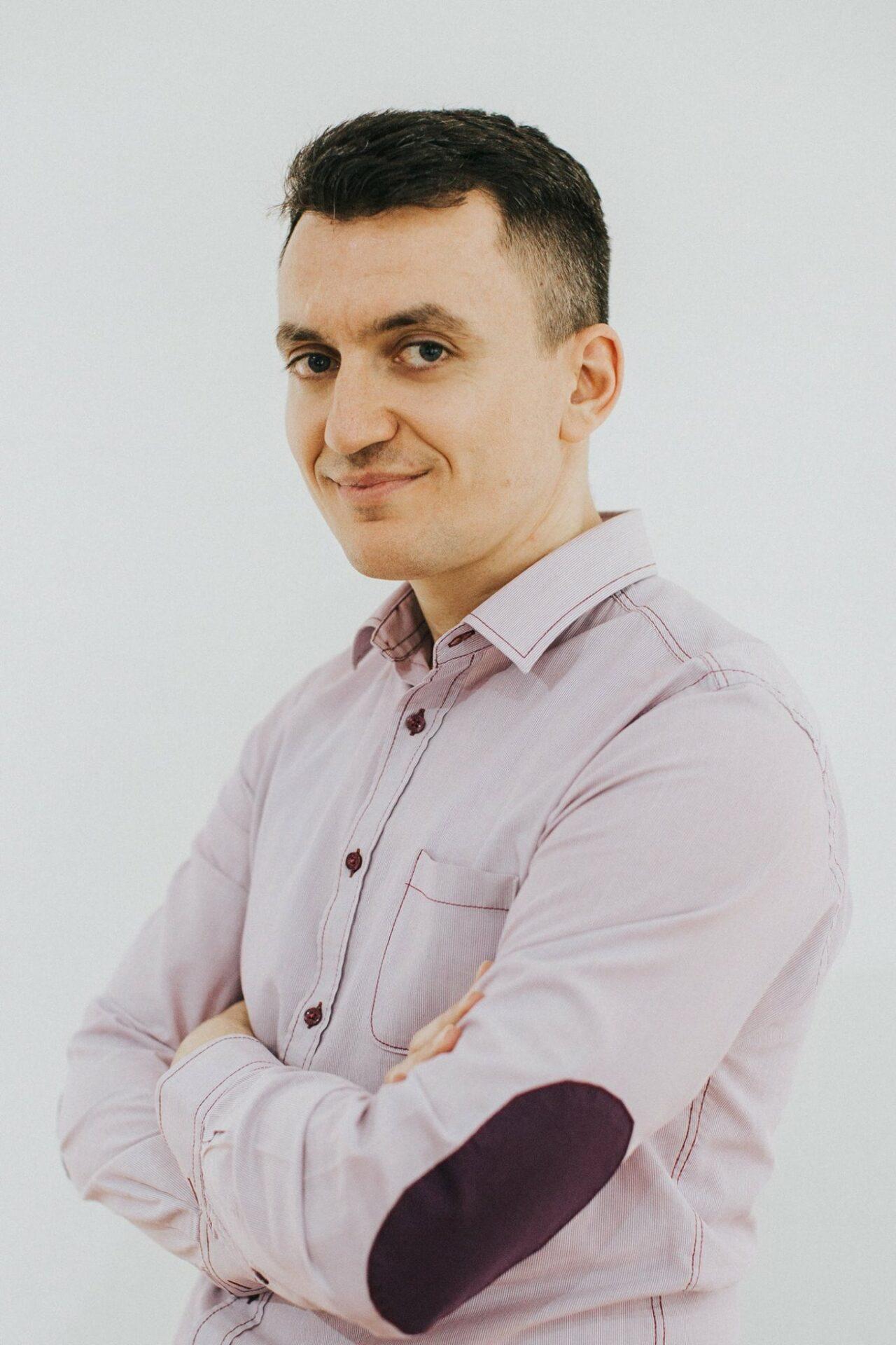 Adrian Domocos HotinSocialMedia.com